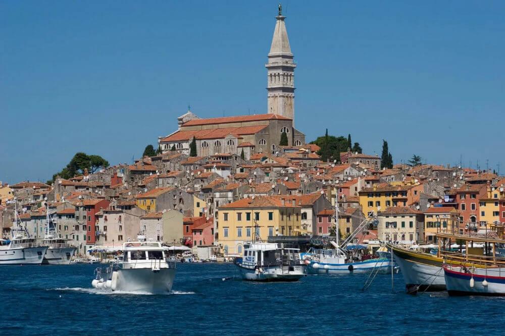 Паром Италия-Черногория возобновил свою работу