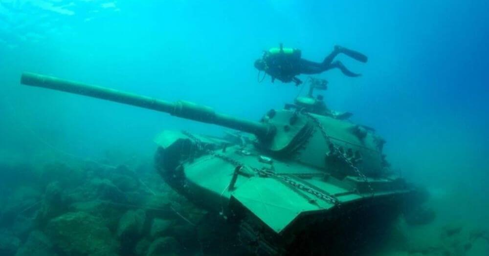 Чего не сделаешь ради туристов в Анталии затопили танк