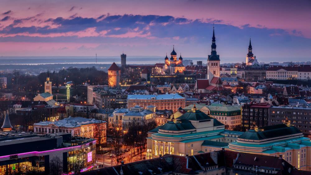 Эстония укрепляет связи, Литва разрывает их