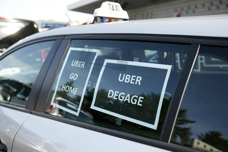 Испанские таксисты выражают недовольство