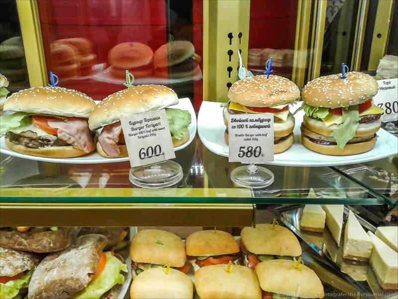 ФАС проверяет аэропорты на высокие цены за еду