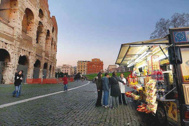 Уличные торговцы в Риме вне закона