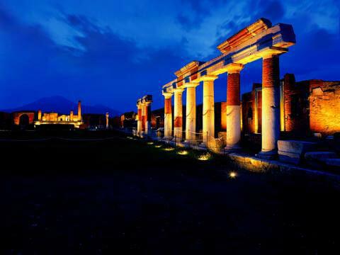 Ночные экскурсии в Помпеях
