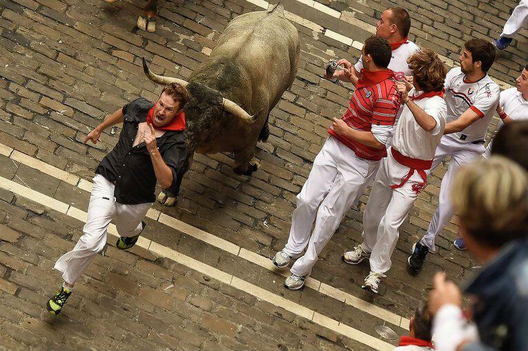 В Испании начались забеги быков